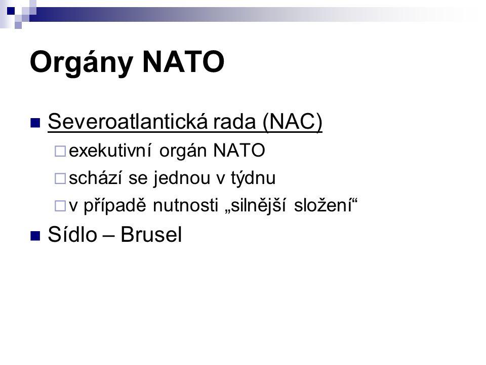 """Orgány NATO Severoatlantická rada (NAC)  exekutivní orgán NATO  schází se jednou v týdnu  v případě nutnosti """"silnější složení Sídlo – Brusel"""