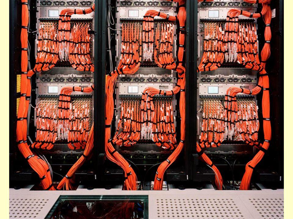 Porovnejte s nepřehlednou kabelovou sítí pro PC v Barceloně, ve Španělsku