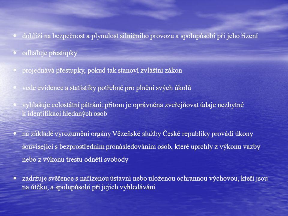  odhaluje trestné činy a zjišťuje jejich pachatele  koná vyšetřování o trestných činech  zajišťuje ochranu státních hranic ve vymezeném rozsahu  zajišťuje ochranu ústavních činitelů České republiky a bezpečnost chráněných osob, kterým je při jejich pobytu na území ČR poskytována osobní ochrana podle mezinárodních dohod  zajišťuje ochranu zastupitelských úřadů, ochranu sídelních objektů Parlamentu, pokud zákon nestanoví jinak, prezidenta republiky, Ústavního soudu, Ministerstva zahraničních věcí, Ministerstva vnitra a dalších objektů zvláštního významu pro vnitřní pořádek a bezpečnost, které určí vláda na návrh ministra vnitra; rovněž zajišťuje ochranu objektů, pro které taková ochrana vyplývá z mezinárodní dohody, kterou je ČR vázána.