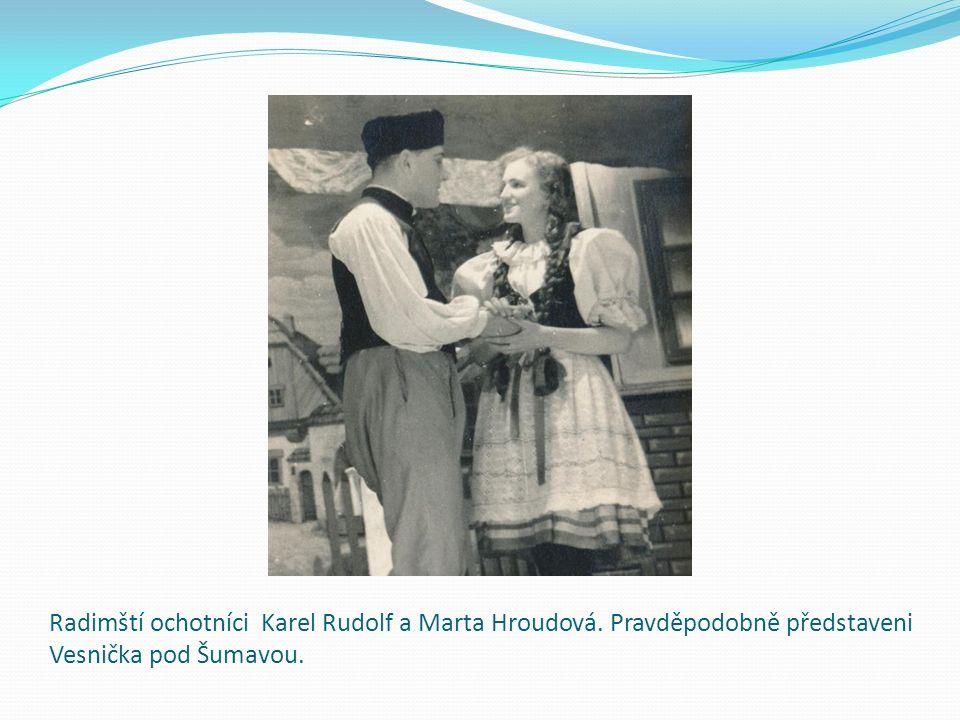 Radimští ochotníci Karel Rudolf a Marta Hroudová. Pravděpodobně představeni Vesnička pod Šumavou.