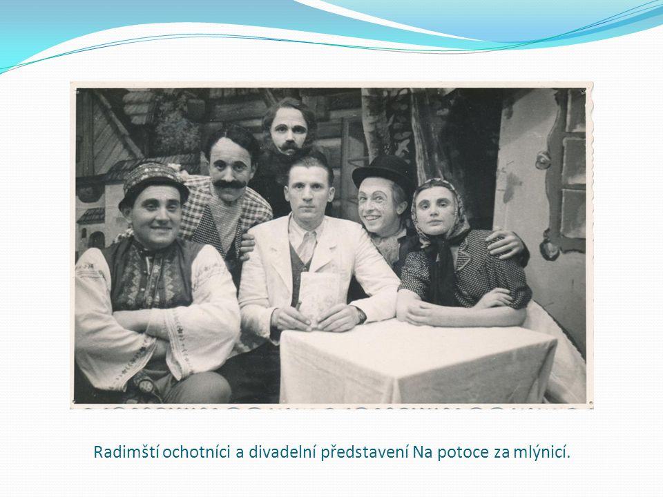 Radimští ochotníci a divadelní představení Na potoce za mlýnicí.