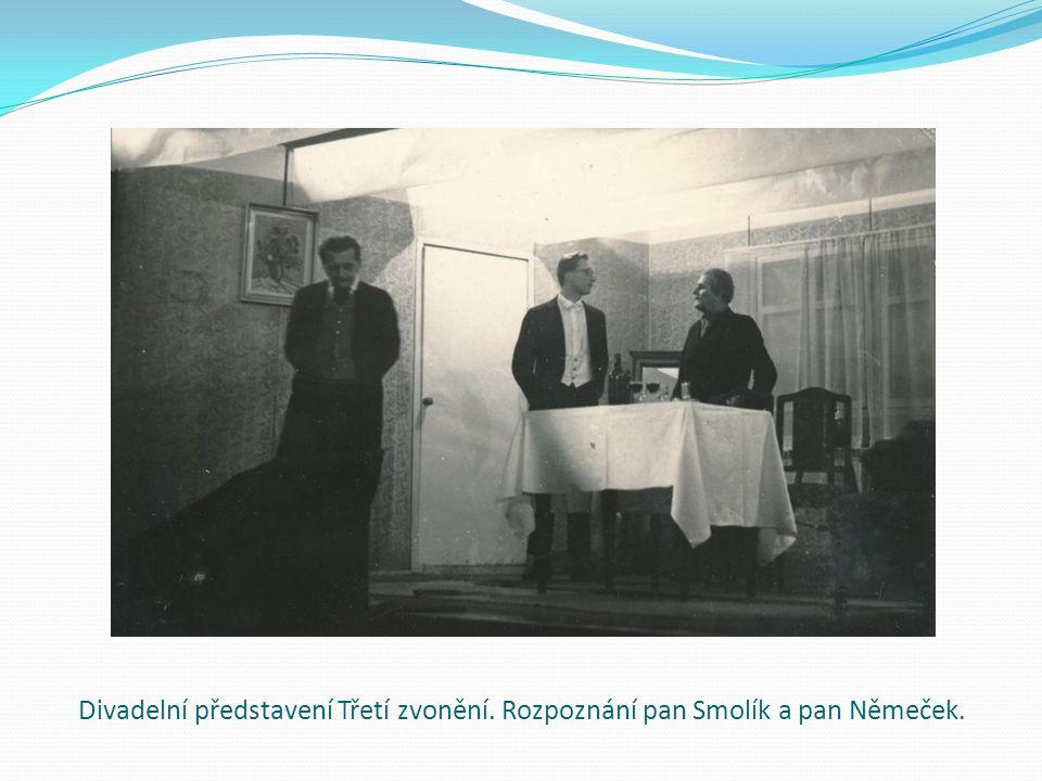 Divadelní představení Třetí zvonění. Rozpoznání pan Smolík a pan Němeček.