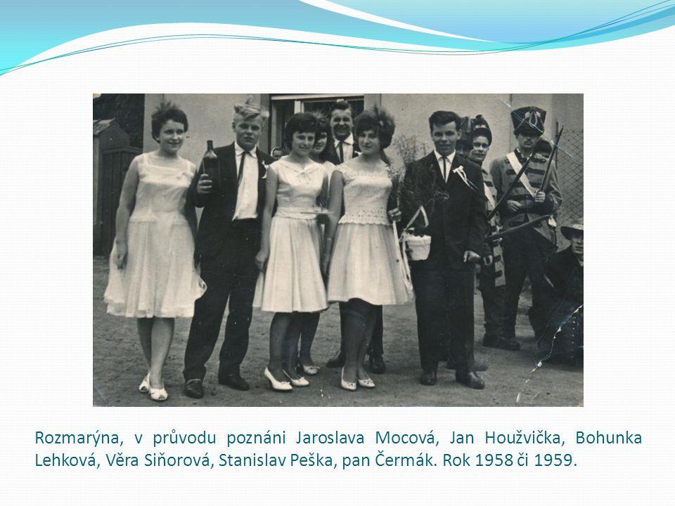 Rozmarýna, v průvodu poznáni Jaroslava Mocová, Jan Houžvička, Bohunka Lehková, Věra Siňorová, Stanislav Peška, pan Čermák.