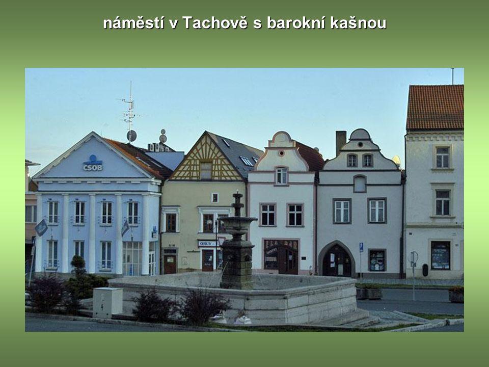 náměstí v Tachově s barokní kašnou