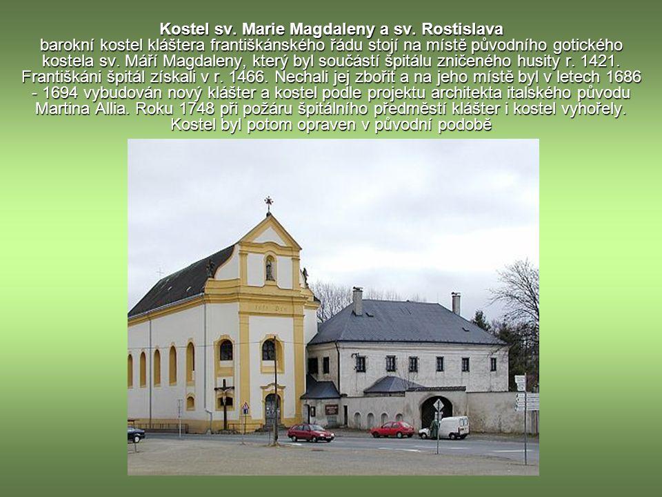 Arciděkanský chrám Nanebevzetí Panny Marie původně raně gotický.