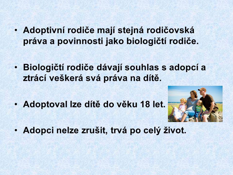 Adoptivní rodiče mají stejná rodičovská práva a povinnosti jako biologičtí rodiče.