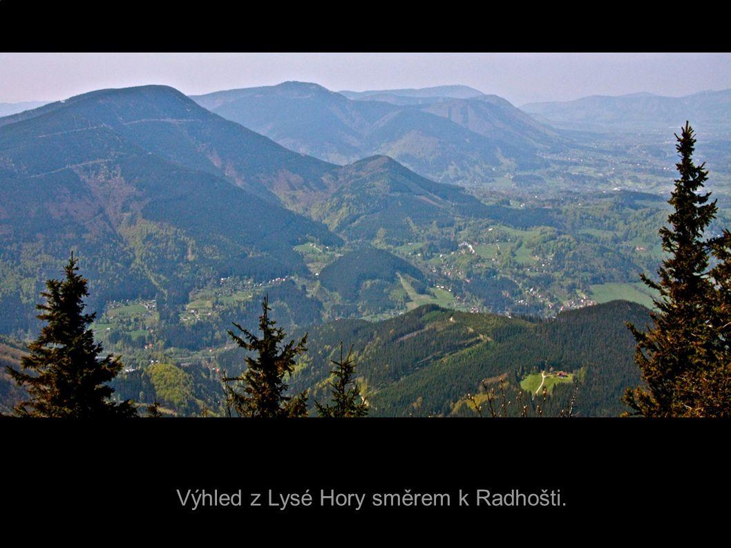 Výhled z Lysé Hory směrem k Radhošti.