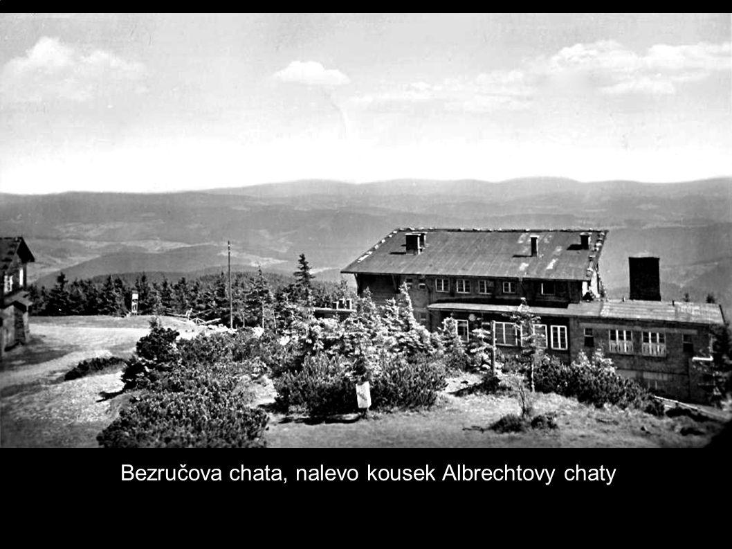 Bezručova chata, nalevo kousek Albrechtovy chaty
