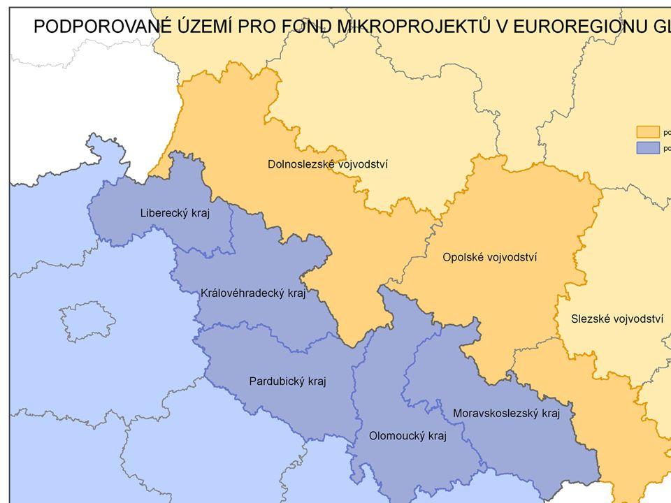 Fond mikroprojektů v Euroregionu Glacensis Správce Fondu zajišťuje a vykonává pro program následující činnosti: -zveřejňuje výzvy k předkládaní žádostí o dotaci z Fondu - poskytuje informace potenciálním žadatelům včetně termínů zasedání EŘV - přijímá žádosti o dotací na mikroprojekty v příslušném euroregionu - kontroluje úplnosti žádostí - registruje žádosti do Centrálního informačního systému - kontroluje přijatelnost mikroprojektů - kontroluje způsobilost výdajů mikroprojektů - zajišťuje vyhodnocení mikroprojektů podle kritérií v regionální dokumentaci prostřednictvím Regionálních expertů - připravuje podklady a jednání EŘV - vyhotovuje zápis z jednání EŘV - sděluje úspěšným / neúspěšným žadatelům rozhodnutí EŘV - připravuje a uzavírá smlouvy o financování mikroprojektu s úspěšnými žadateli