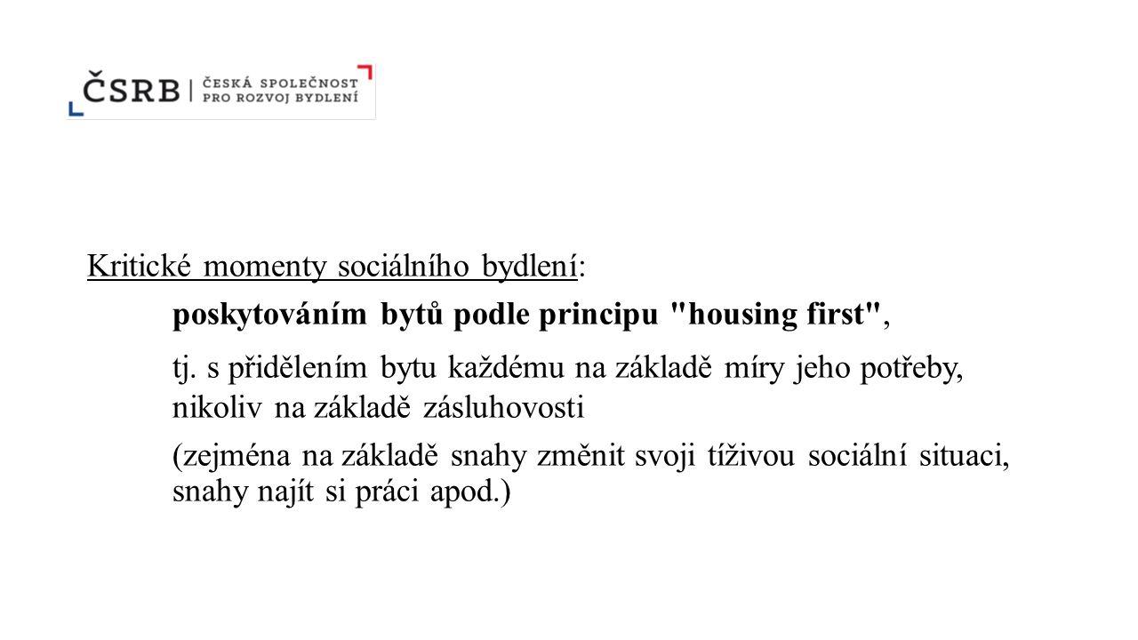 Kritické momenty sociálního bydlení: poskytováním bytů podle principu housing first , tj.