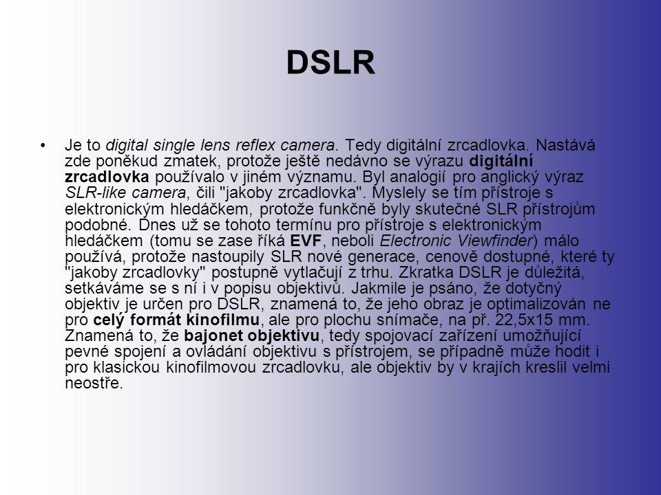 DSLR Je to digital single lens reflex camera. Tedy digitální zrcadlovka.
