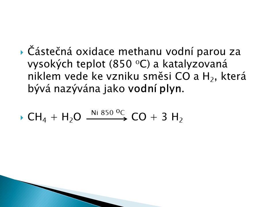  Částečná oxidace methanu vodní parou za vysokých teplot (850 o C) a katalyzovaná niklem vede ke vzniku směsi CO a H 2, která bývá nazývána jako vodní plyn.