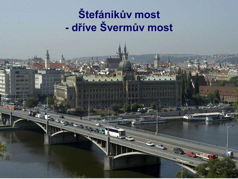 Čechův most Výzdoba mostu je pozoruhodná jak svým rozsahem, tak kvalitou provedení. Čtyři bronzové postavy géniů od sochaře Antonína Poppa jsou postav