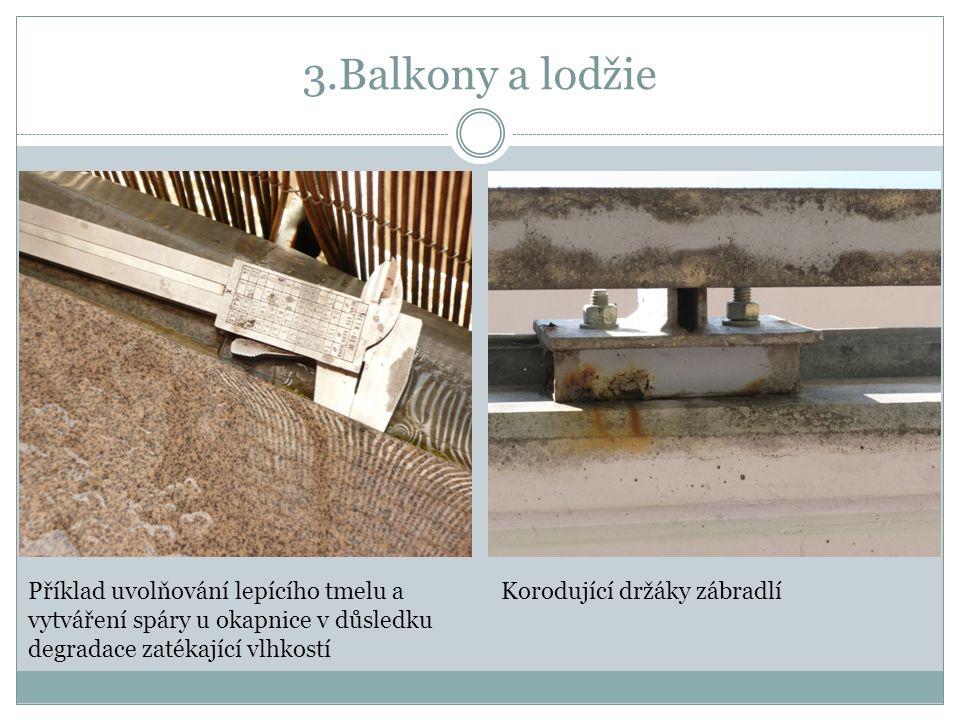 3.Balkony a lodžie Příklad uvolňování lepícího tmelu a vytváření spáry u okapnice v důsledku degradace zatékající vlhkostí Korodující držáky zábradlí