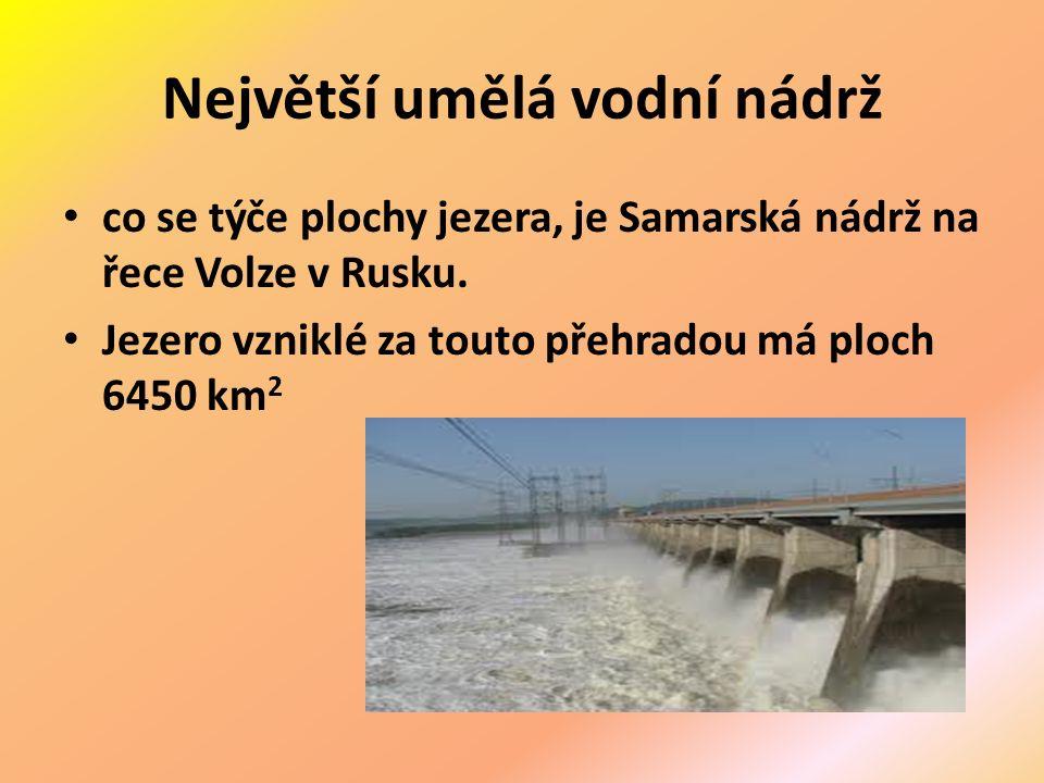 Největší umělá vodní nádrž co se týče plochy jezera, je Samarská nádrž na řece Volze v Rusku.