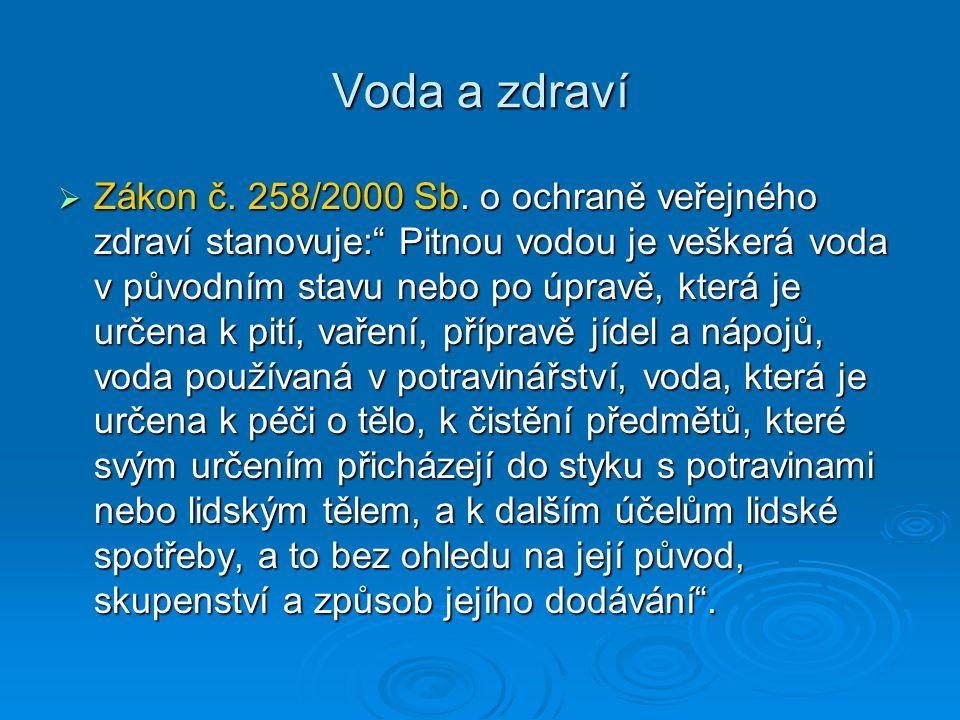 """ Zákon č. 258/2000 Sb. o ochraně veřejného zdraví stanovuje:"""" Pitnou vodou je veškerá voda v původním stavu nebo po úpravě, která je určena k pití, v"""