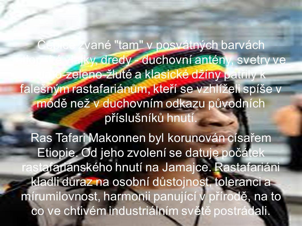 Čepice zvané tam v posvátných barvách etiopské vlajky, dredy - duchovní antény, svetry ve zlato-zeleno-žluté a klasické džíny patřily k falešným rastafariánům, kteří se vzhlíželi spíše v módě než v duchovním odkazu původních příslušníků hnutí.