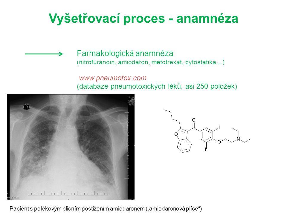 "Farmakologická anamnéza (nitrofuranoin, amiodaron, metotrexat, cytostatika…) www.pneumotox.com (databáze pneumotoxických léků, asi 250 položek) Vyšetřovací proces - anamnéza Pacient s polékovým plicním postižením amiodaronem (""amiodaronová plíce )"