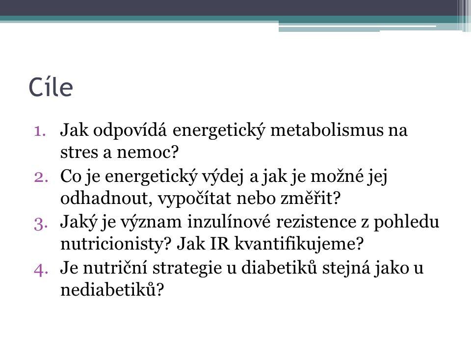 """Potřeba energie Nutriční kalorický cíl: ▫80% EE = permisivní """"underfeeding ▫100% EE = plné krytí ▫100% + 500kcal/24h = anabolická strategie Energetický výdej lze odhadnout, změřit nebo vypočítat (Beneš, 1999)"""