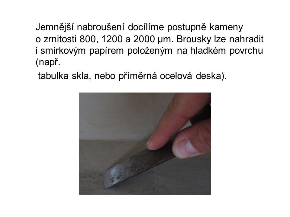Jemnější nabroušení docílíme postupně kameny o zrnitosti 800, 1200 a 2000 µm.