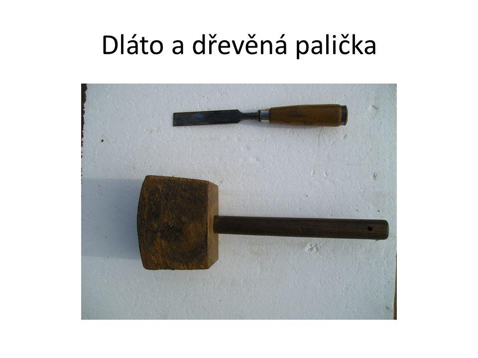 Dláto a dřevěná palička