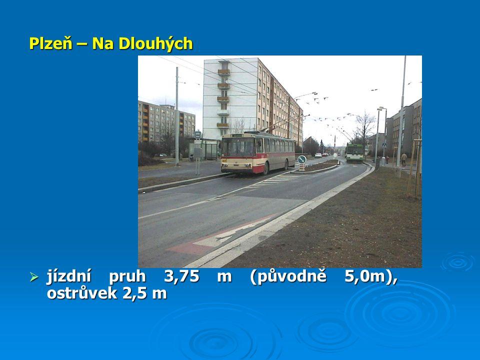 Plzeň – Na Dlouhých  jízdní pruh 3,75 m (původně 5,0m), ostrůvek 2,5 m