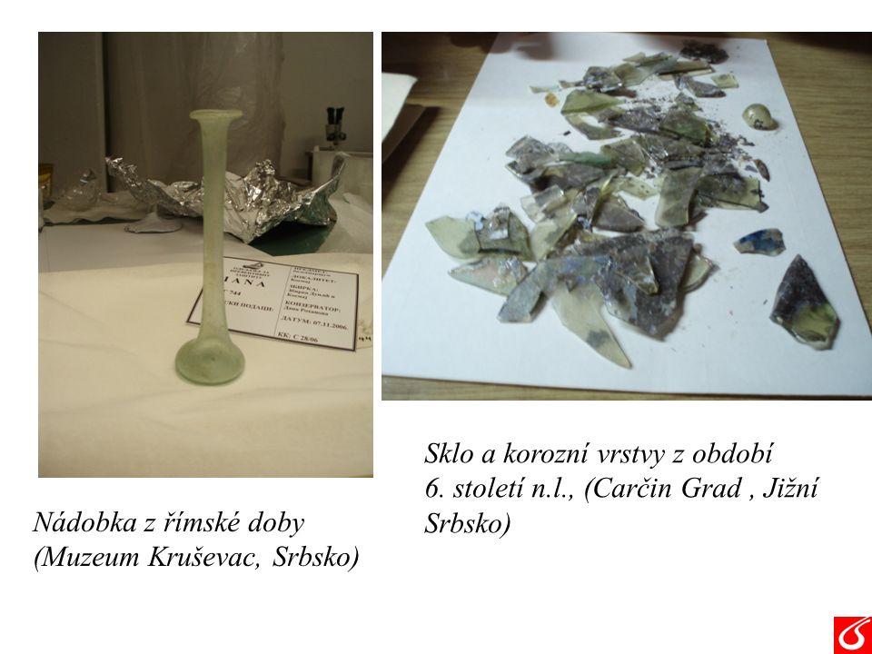 Nádobka z římské doby (Muzeum Kruševac, Srbsko) Sklo a korozní vrstvy z období 6.