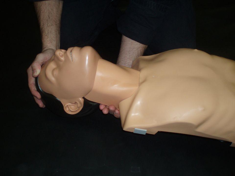 Uvolníme dýchací cesty záklon hlavy