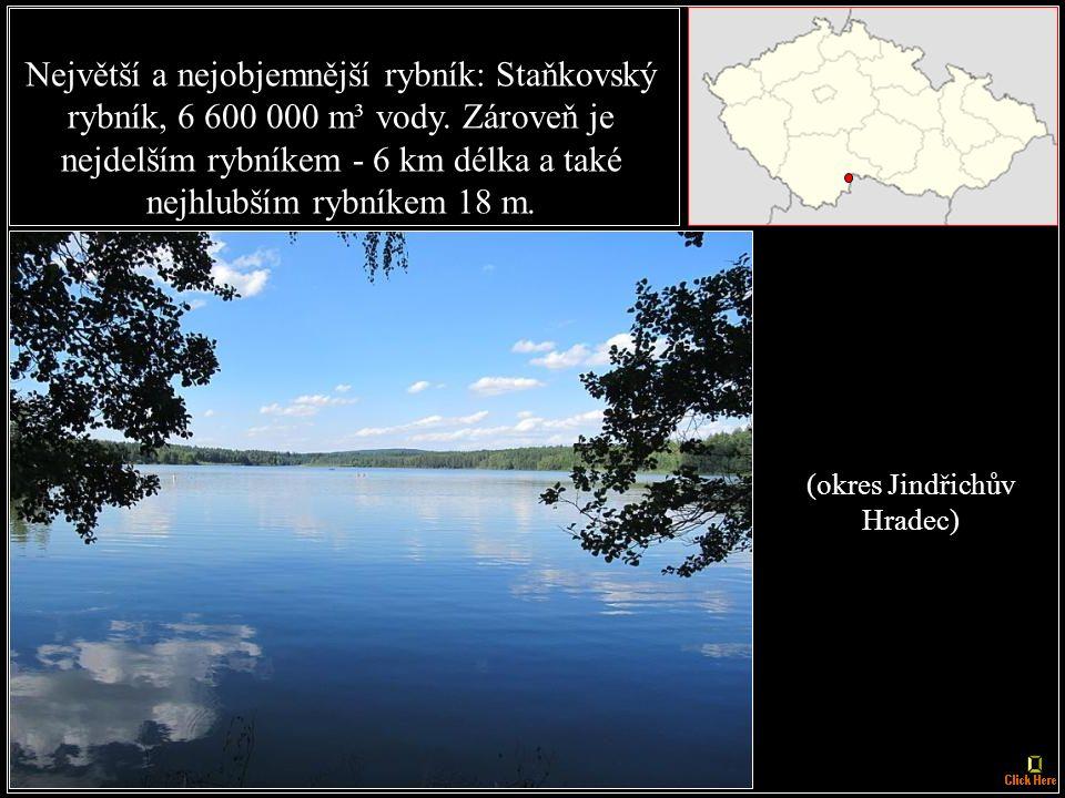 Největší jezero: Černé jezero na Šumavě, plocha hladiny má 18,4 ha a zároveň nejhlubší jezero 39,8 m hluboké.