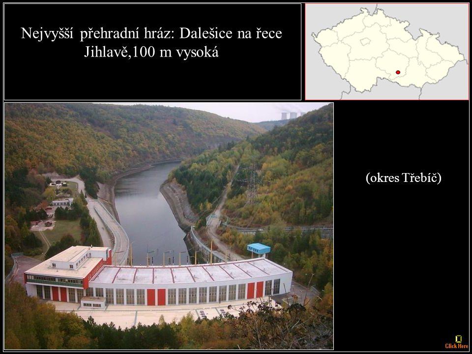 Přehradní nádrž s největší plochou hladiny: Lipno, 48,7 km², s délkou 42 km, šířkou 5 km.