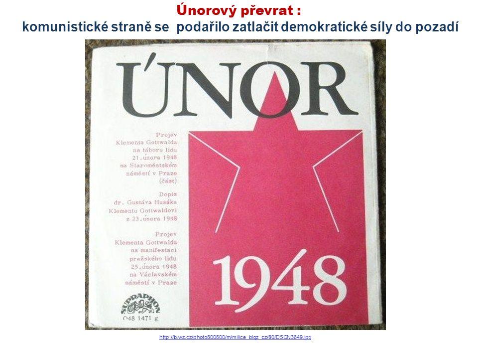 Únorový převrat : komunistické straně se podařilo zatlačit demokratické síly do pozadí http://b.wz.cz/photo800600/m/milice_blgz_cz/80/DSCN3649.jpg