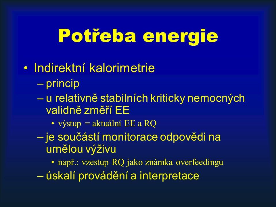 Potřeba energie Indirektní kalorimetrie –princip –u relativně stabilních kriticky nemocných validně změří EE výstup = aktuální EE a RQ –je součástí monitorace odpovědi na umělou výživu např.: vzestup RQ jako známka overfeedingu –úskalí provádění a interpretace