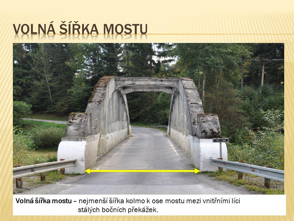 Volná šířka mostu – nejmenší šířka kolmo k ose mostu mezi vnitřními líci stálých bočních překážek.