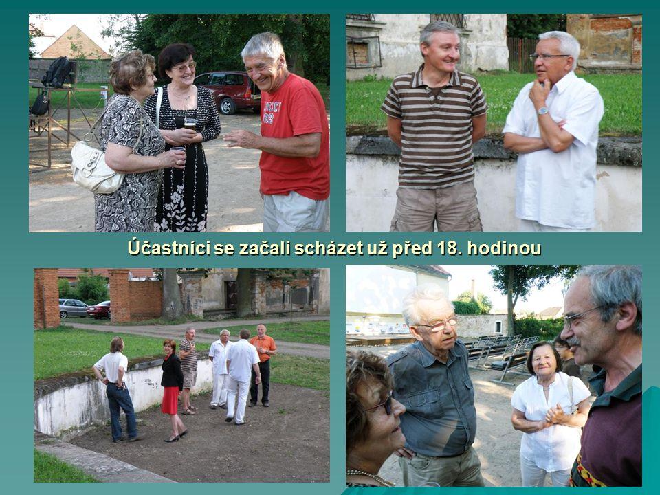O krásném letním podvečeru přivítal Jaroslav v srdečné atmosféře své přátele a hosty v krásném zámeckém parku.