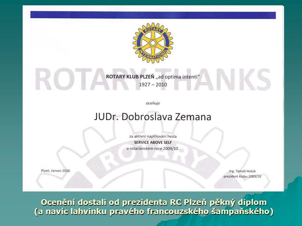 Ocenění dostali od prezidenta RC Plzeň pěkný diplom (a navíc lahvinku pravého francouzského šampaňského)