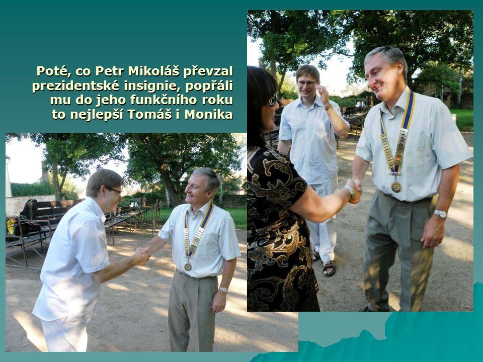 Poté, co Petr Mikoláš převzal prezidentské insignie, popřáli mu do jeho funkčního roku to nejlepší Tomáš i Monika