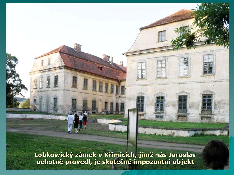 Lobkowický zámek v Křimicích, jímž nás Jaroslav ochotně provedl, je skutečně impozantní objekt