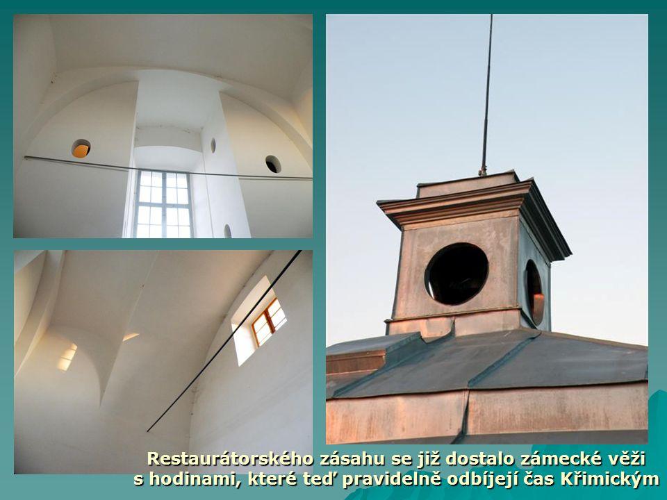 Restaurátorského zásahu se již dostalo zámecké věži s hodinami, které teď pravidelně odbíjejí čas Křimickým