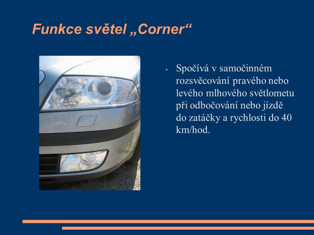"""Funkce světel """"Corner Spočívá v samočinném rozsvěcování pravého nebo levého mlhového světlometu při odbočování nebo jízdě do zatáčky a rychlosti do 40 km/hod."""