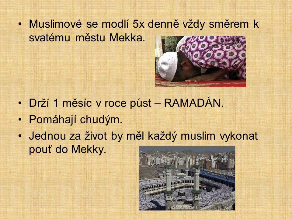 Muslimové se modlí 5x denně vždy směrem k svatému městu Mekka.