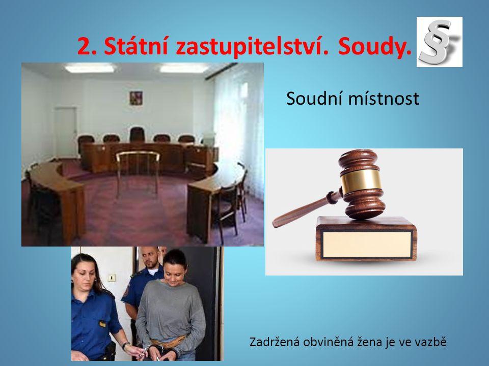 2. Státní zastupitelství. Soudy. Soudní místnost Zadržená obviněná žena je ve vazbě
