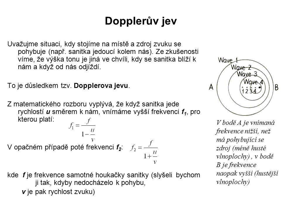 Dopplerův jev Uvažujme situaci, kdy stojíme na místě a zdroj zvuku se pohybuje (např.