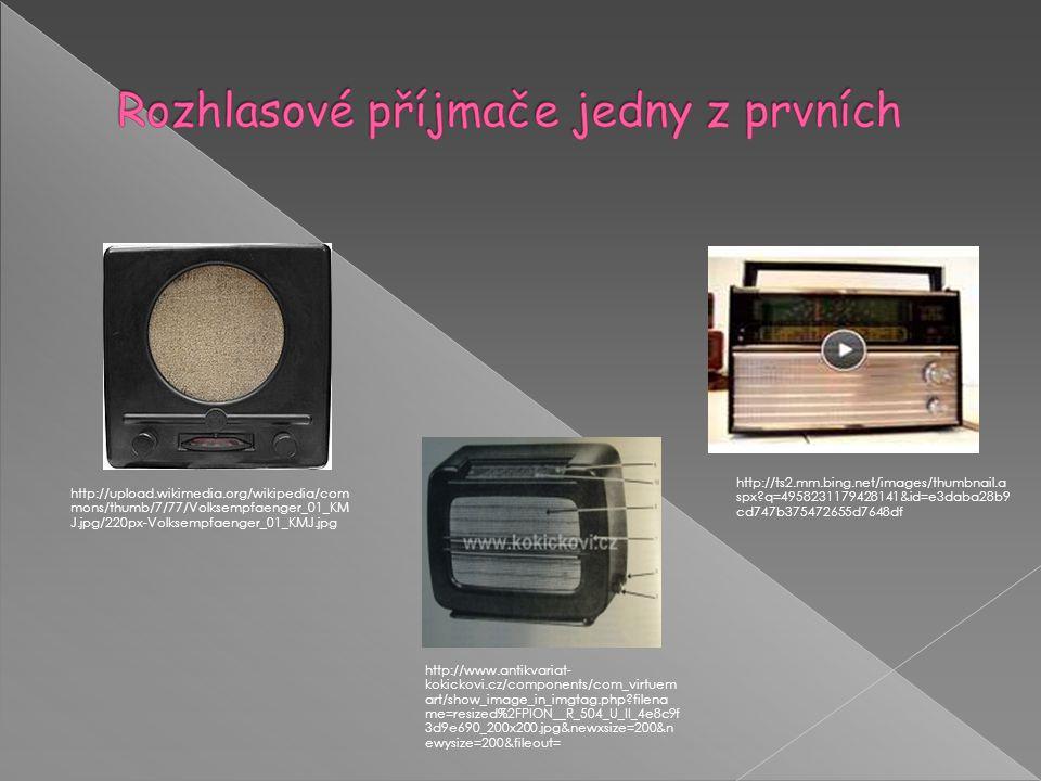  Po složitých počátcích vysílání českého rozhlasu z vysílače ve Kbelích se studio několikrát stěhovalo a potýkalo s obtížnou finanční situací.