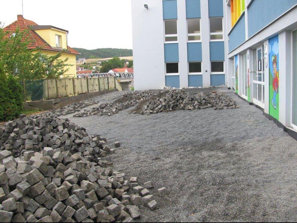 14. července 2015 Informační TV obce Kamýk nad Vltavou Fotoseriál z obce : oprava cesty před vchodem do základní školy zateplení budovy pošty a zubní