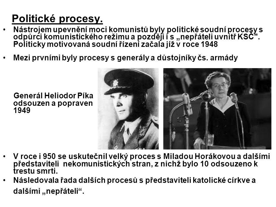 Politické procesy.
