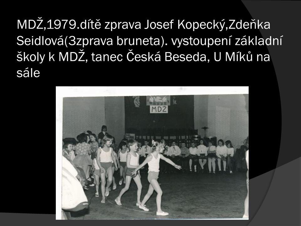 MDŽ,1979.dítě zprava Josef Kopecký,Zdeňka Seidlová(3zprava bruneta). vystoupení základní školy k MDŽ, tanec Česká Beseda, U Míků na sále