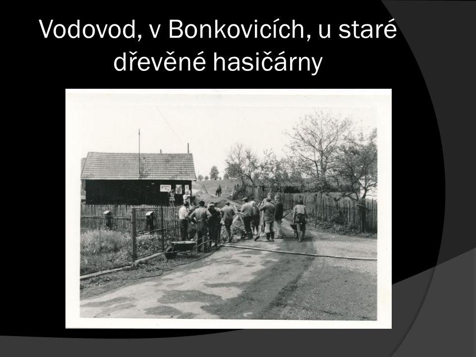 Vodovod, v Bonkovicích, u staré dřevěné hasičárny