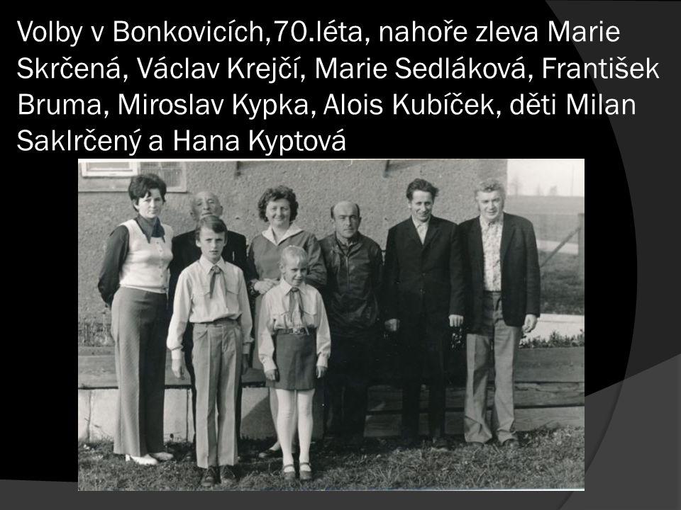 Volby v Bonkovicích,70.léta, nahoře zleva Marie Skrčená, Václav Krejčí, Marie Sedláková, František Bruma, Miroslav Kypka, Alois Kubíček, děti Milan Sa