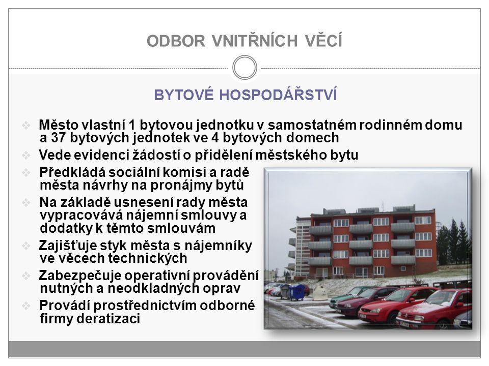 ODBOR VNITŘNÍCH VĚCÍ BYTOVÉ HOSPODÁŘSTVÍ  Město vlastní 1 bytovou jednotku v samostatném rodinném domu a 37 bytových jednotek ve 4 bytových domech 