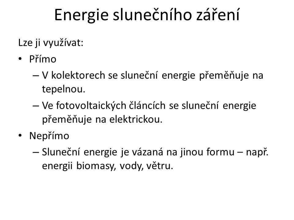 Energie slunečního záření Lze ji využívat: Přímo – V kolektorech se sluneční energie přeměňuje na tepelnou.